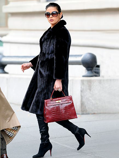 The perfect purse - How to pick a handbag that matches your outfit and body type
