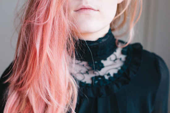 Color of the Year 2019 Living Coral - hair with straw highlights